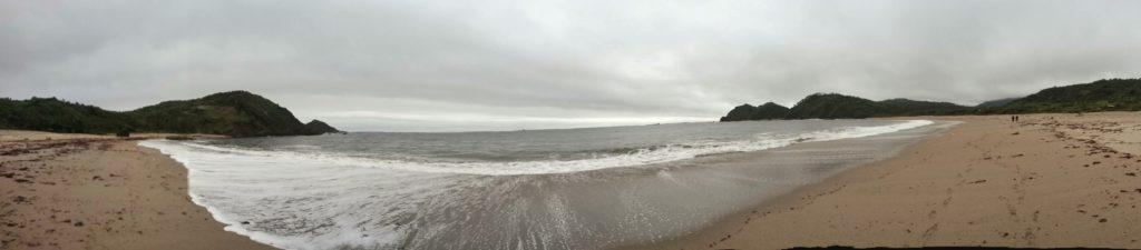 Vue panoramique de la plage de Cole Cole, Chiloe, Chili