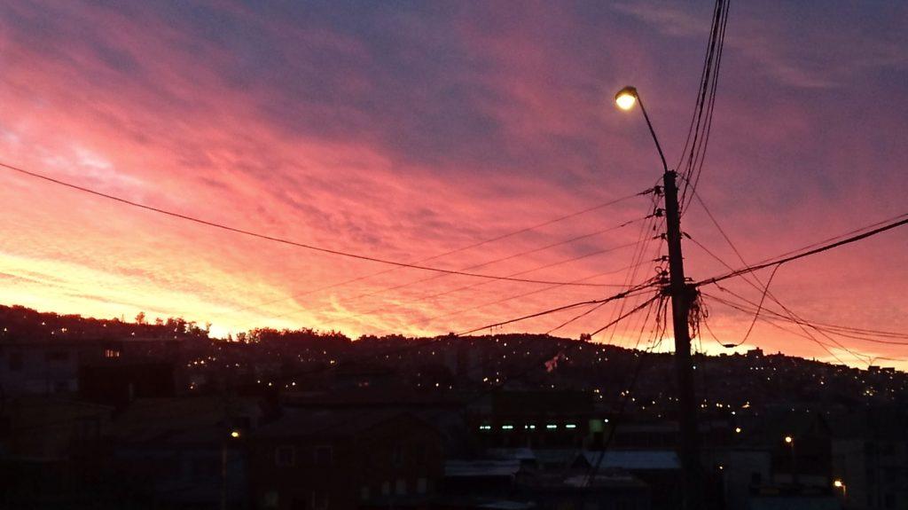 Coucher de soleil après un tremblement de Terre. Valparaiso, Chili