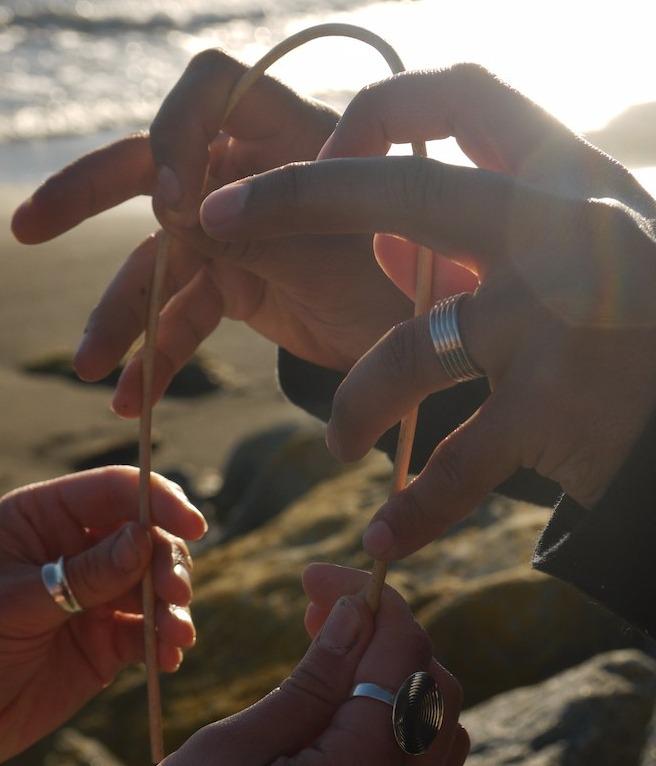Mains et bagues des mariés