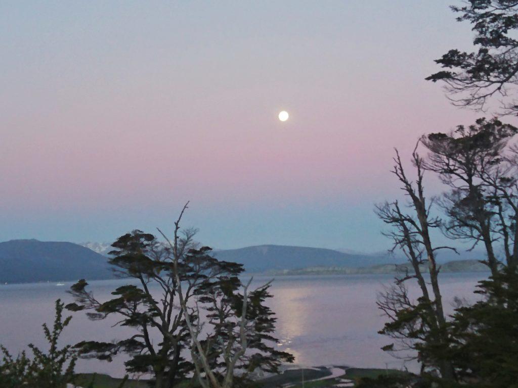 Vue depuis un bivouac sur l'île de Navarino, Puerto Williams, Chili