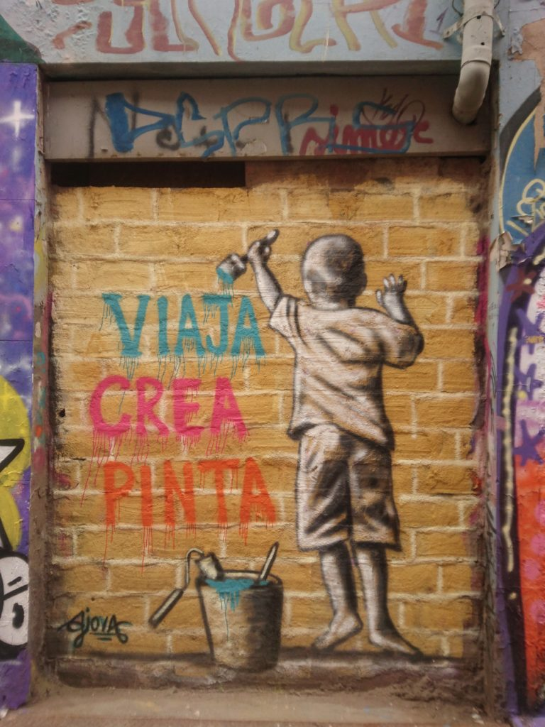 """ Voyage, crée, peint"", Street art, Valparaiso, Chili"