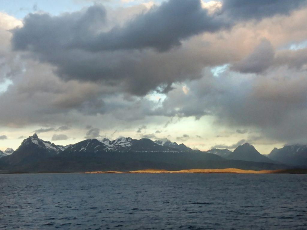 Arrivée sur Puerto Williams, détroit de Beagle, Ile Navarino, Chili