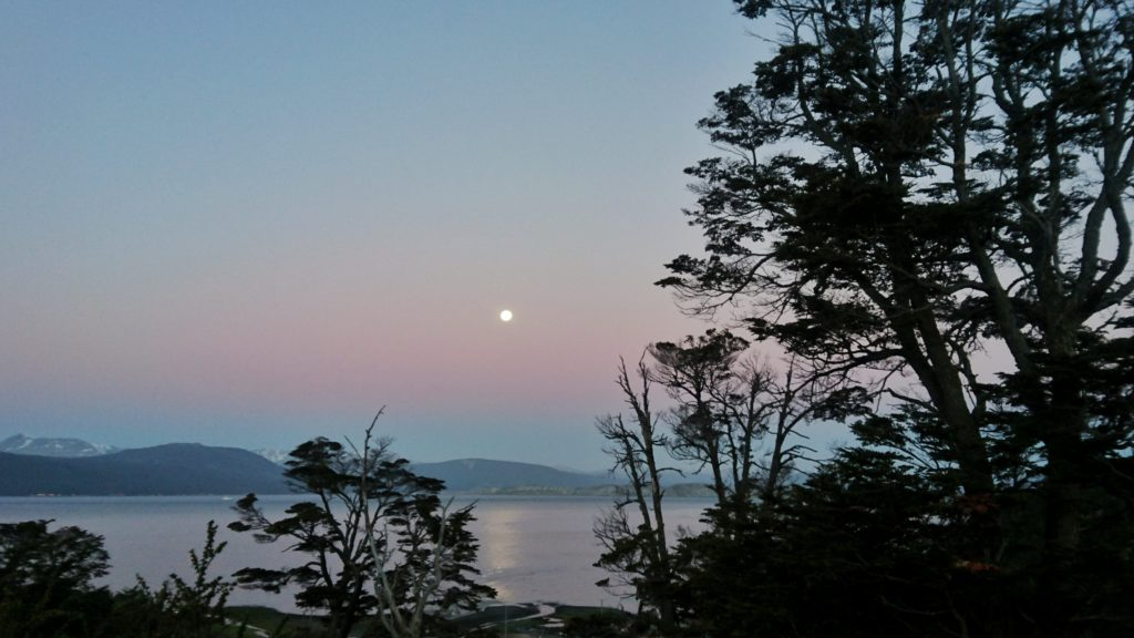 Nuit rose à Puerto Williams, Ile Navarino, Chili